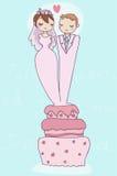 Apenas casal feliz no bolo de casamento Fotografia de Stock