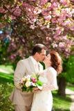 Apenas el besarse casado de los pares Imagen de archivo
