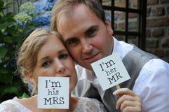 Apenas pares casados Imágenes de archivo libres de regalías