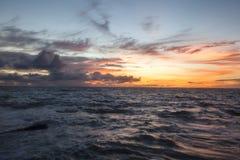 Apenas um outro por do sol tropical fotografia de stock