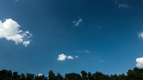 Apenas un cielo azul III