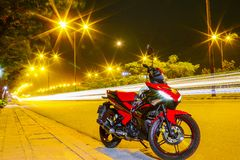 Apenas vá e virá, para manter a passagem quieta da vontade Excitador 150 de Yamaha fotografia de stock