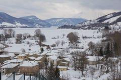 Apennines-Bergdorf in Abruzzo lizenzfreie stockbilder