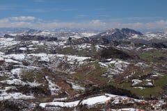 Apennines en marzo San Marino e Italia Imagenes de archivo