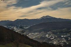 Apennines und Berg Cimone lizenzfreie stockbilder