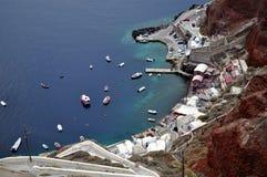 Aperçu de baie d'Amoudi chez Santorini, Grèce. Photo stock