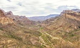 Aperçu de la commande scénique de traînée d'Apache, Arizona photos stock