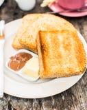 Aperfeiçoe o brinde do café da manhã com pasta da manteiga e do chocolate Imagens de Stock Royalty Free