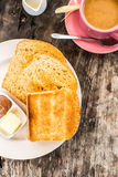 Aperfeiçoe o brinde do café da manhã com pasta da manteiga e do chocolate Imagens de Stock