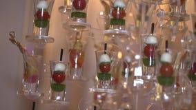 Aperitif in einem Glas stock video