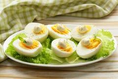 Aperitif von gekochten Eiern mit Majonäse Stockbild