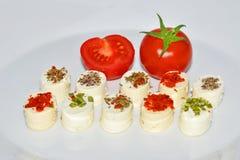 Aperitifost med den körsbärsröda tomaten Arkivbilder