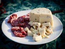 Aperitivi, salame e formaggio Fotografia Stock