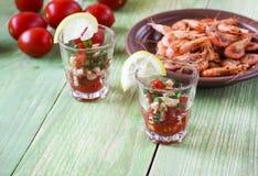 Aperitivo com camarão em vidros pequenos Imagem de Stock Royalty Free