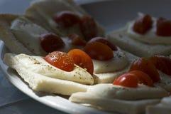 Aperitivo de Caprese: Tomates y mozarela fresca Fotografía de archivo