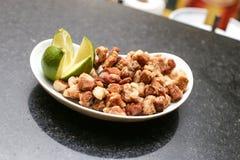 Aperitivo de cascas fritadas da carne de porco Fotos de Stock