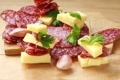 Aperitivo de la salchicha y del queso Imagenes de archivo