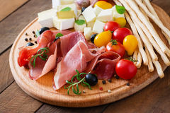 Aperitivo della carne su un piatto Fotografia Stock Libera da Diritti