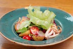 Aperitivo do marisco com vegetais foto de stock royalty free