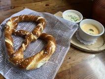 Aperitivo do pretzel macio foto de stock royalty free