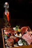 Aperitivo frío de la carne allsorts a una tabla del día de fiesta Imágenes de archivo libres de regalías