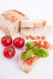 Aperitivo fresco del bruschetta de Deliscious con los tomates  imagenes de archivo