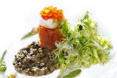 Aperitivo Salmon com caviar e cogumelos Imagens de Stock