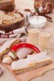 Aperitivo y licor nacionales ucranianos con rábano picante Foto de archivo libre de regalías