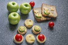 Aperitivos con queso y verduras Fotos de archivo libres de regalías