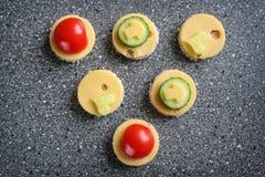 Aperitivos con queso y verduras Foto de archivo libre de regalías