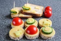 Aperitivos con queso y verduras Imágenes de archivo libres de regalías