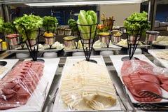 Aperitivos misturados da salsicha no bufete fotografia de stock royalty free