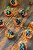 Aperitivos negros del caviar en el tablero de madera Imagen de archivo libre de regalías