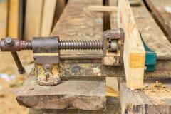 Apertando a madeira Fotografia de Stock Royalty Free