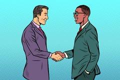 Aperto de mão africano e caucasiano dos homens dos homens de negócios ilustração royalty free