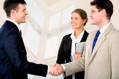 Aperto de mão de Businessmen?s Fotos de Stock Royalty Free