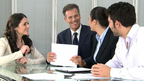 Aperto de mão do negócio para selar um negócio