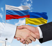 Aperto de mão do ucraniano do russo foto de stock royalty free