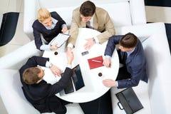 Aperto de mão na reunião Imagens de Stock