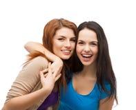 Aperto de riso de duas meninas Imagem de Stock