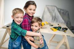 Aperto feliz dos miúdos Foto de Stock