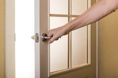 Apertura de la puerta para esperar Imágenes de archivo libres de regalías