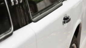 Apertura de los coches de la puerta almacen de video