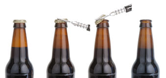 Apertura de una serie de la botella de cerveza Imagenes de archivo