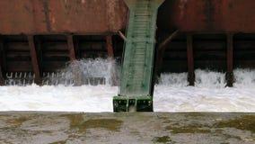 Apertura del portone di acqua Acqua che viene dentro archivi video