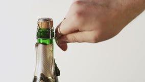 Apertura della bottiglia di Champagne video d archivio