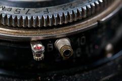 Apertura pierścionku zakończenie up strzelał na rocznik kamerze zdjęcie royalty free