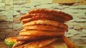 Apetyczni fritters na talerzu zbiory