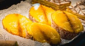 Apetyczni Portugalscy ciasta na pokazie w okno zdjęcia stock