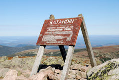 Apex. Sign at the top of Mount Katahdin in Baxter State Park, Northern Maine. Sign also marks the end of the Appalachian Trail Stock Photos